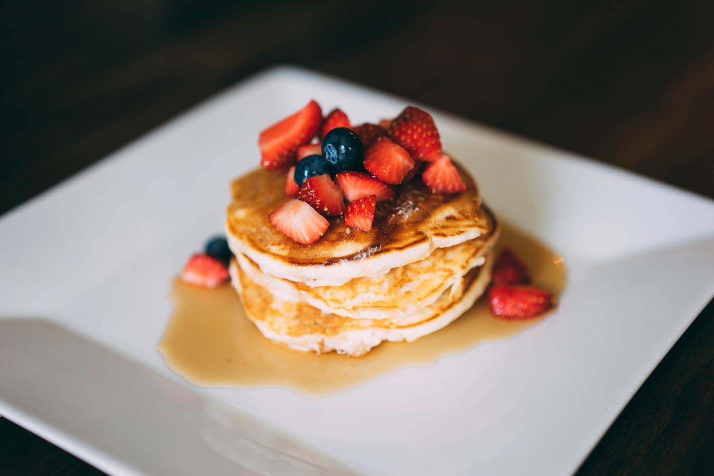 """Schnelle Pancakes mit Erdbeeren zum """"Ernte-Erdbeeren-Tag"""""""