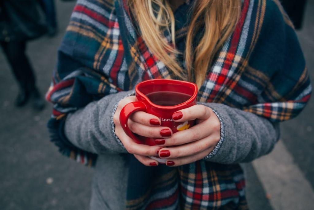 Trockene Winterhände richtig pflegen
