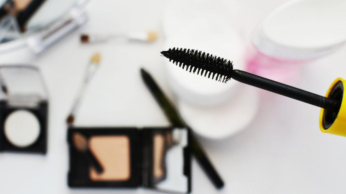 Richtig ausmisten: So sortierst du Kosmetikartikel und Make-up-Produkte
